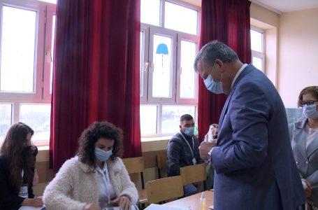 Voton kandidati për kryetar të Gjakovës nga LDK, Teki Shala