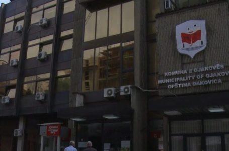 Komuna e Gjakovës vetëm 4 ditë para zgjedhjeve punëson 14 persona
