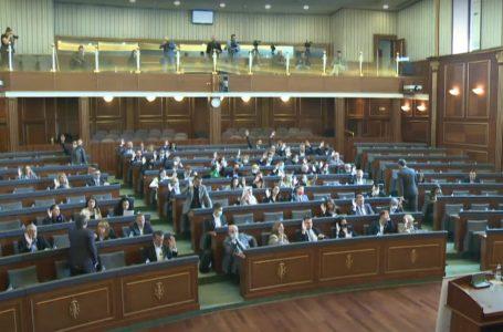 Deputetët votojnë dy projektligje, një tjetër shtyhet me mocion procedural