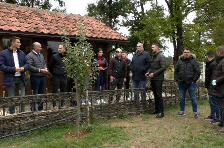 Kolaj: Do të punojmë që të zhvillohet më tej shtegu Devë-Shkugëz- KRONIKË ZGJEDHORE