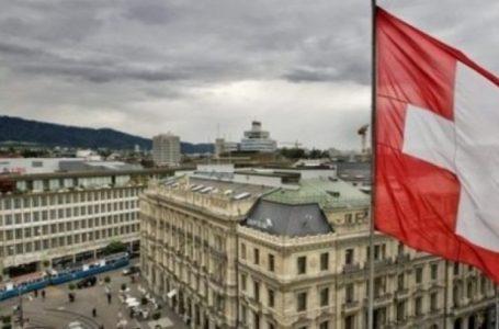 Zvicra do të shpërblejë qytetarët nëse bindin miqtë e tyre për t'u vaksinuar