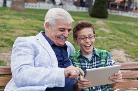 Sipas një studimi, të moshuarit janë më socialë se të rinjtë