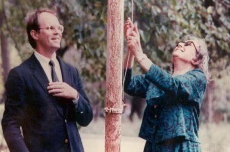 Historia e zonjës shqiptare që ngriti flamurin në Ambasadën e SHBA-së